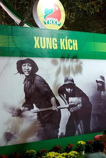 Vijetnamski socrealizam na plakatima: sretan je narod koji ima ovakve omladinke