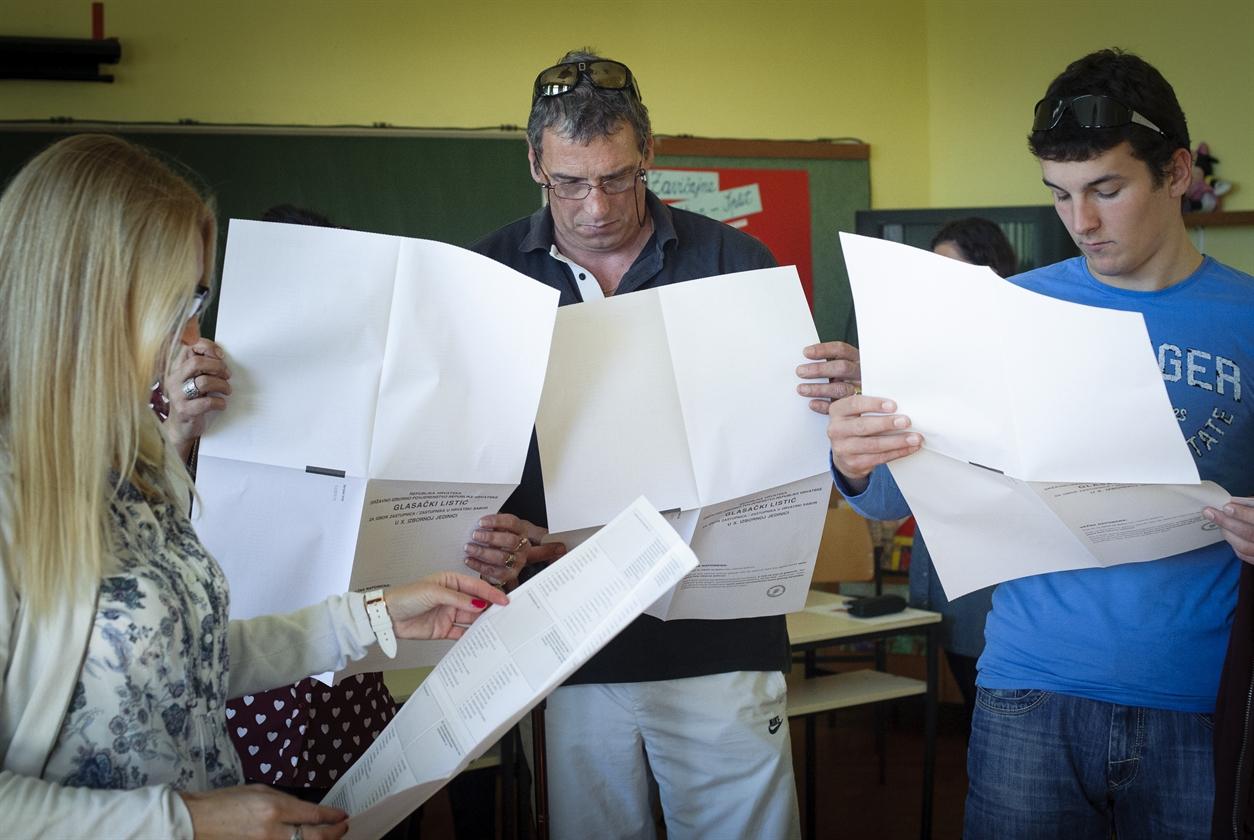 izbori_split17-081115