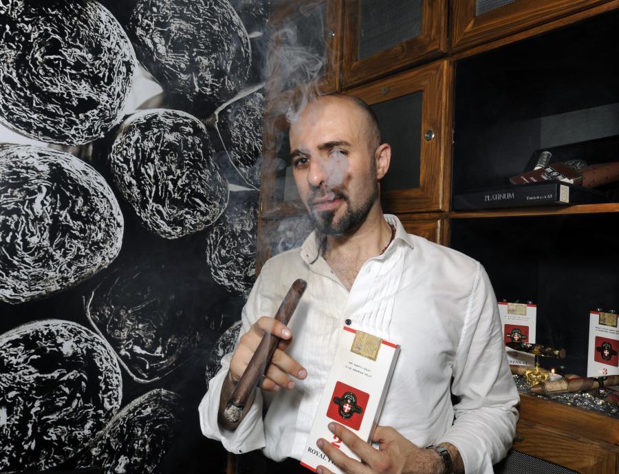 mareva_cigar1-270414