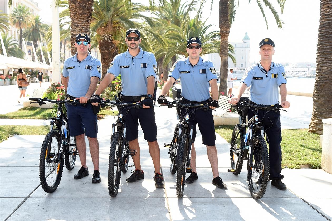 policija_bicikle2-280716