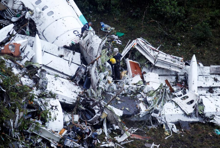 2016-11-30T000606Z_1225010096_RC126EB0C640_RTRMADP_3_COLOMBIA-CRASH