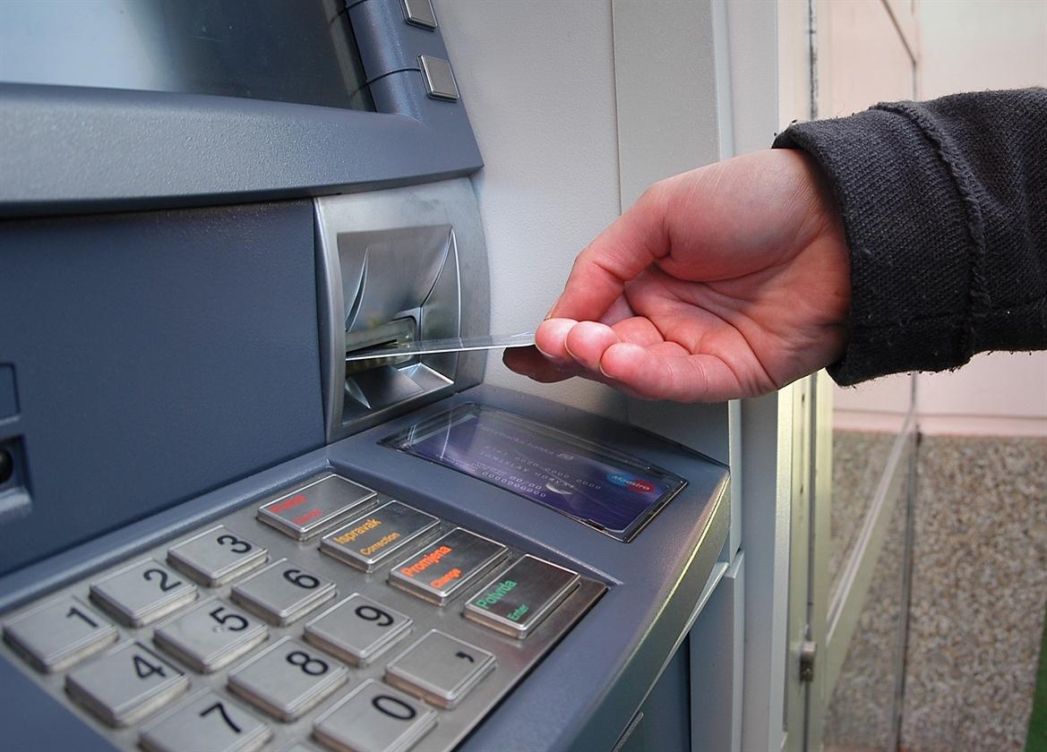 bankomati_kradja112-crn