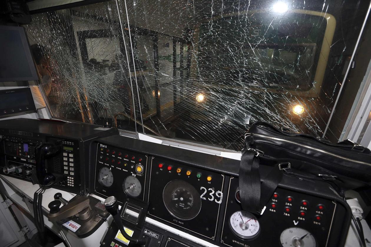 2014-05-02T081849Z_212287443_GM1EA52196U01_RTRMADP_3_SOUTHKOREA-CRASH