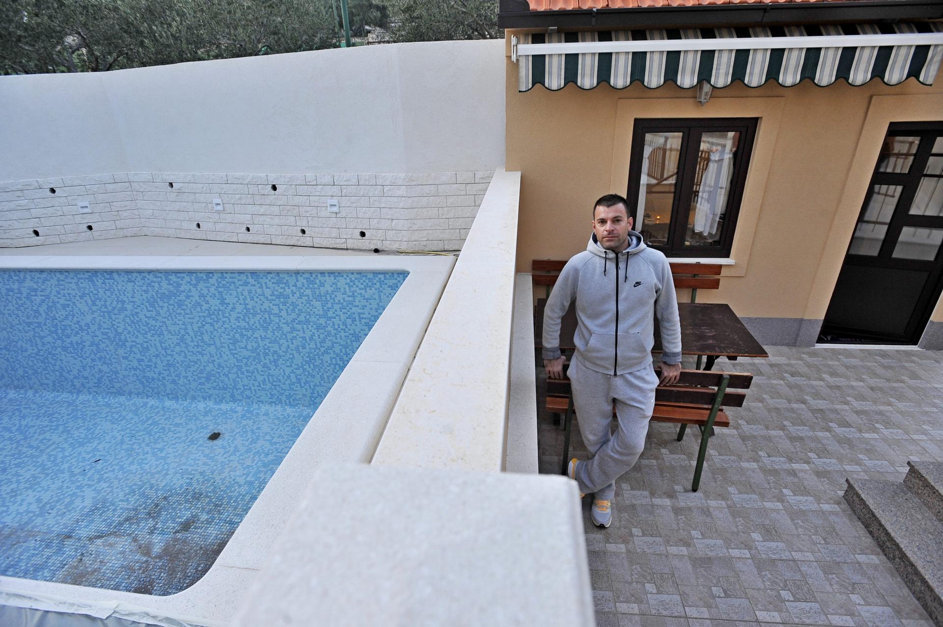'Turisti u kupaćim kostimima samo što nam ne sjednu na stol', kaže Runjić o susjedovu pothvatu