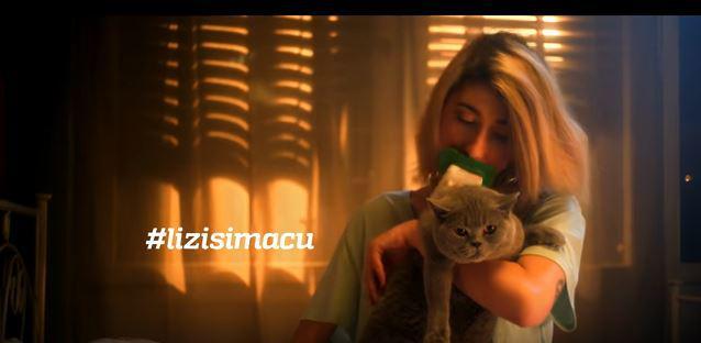 Slika djevojaka maca