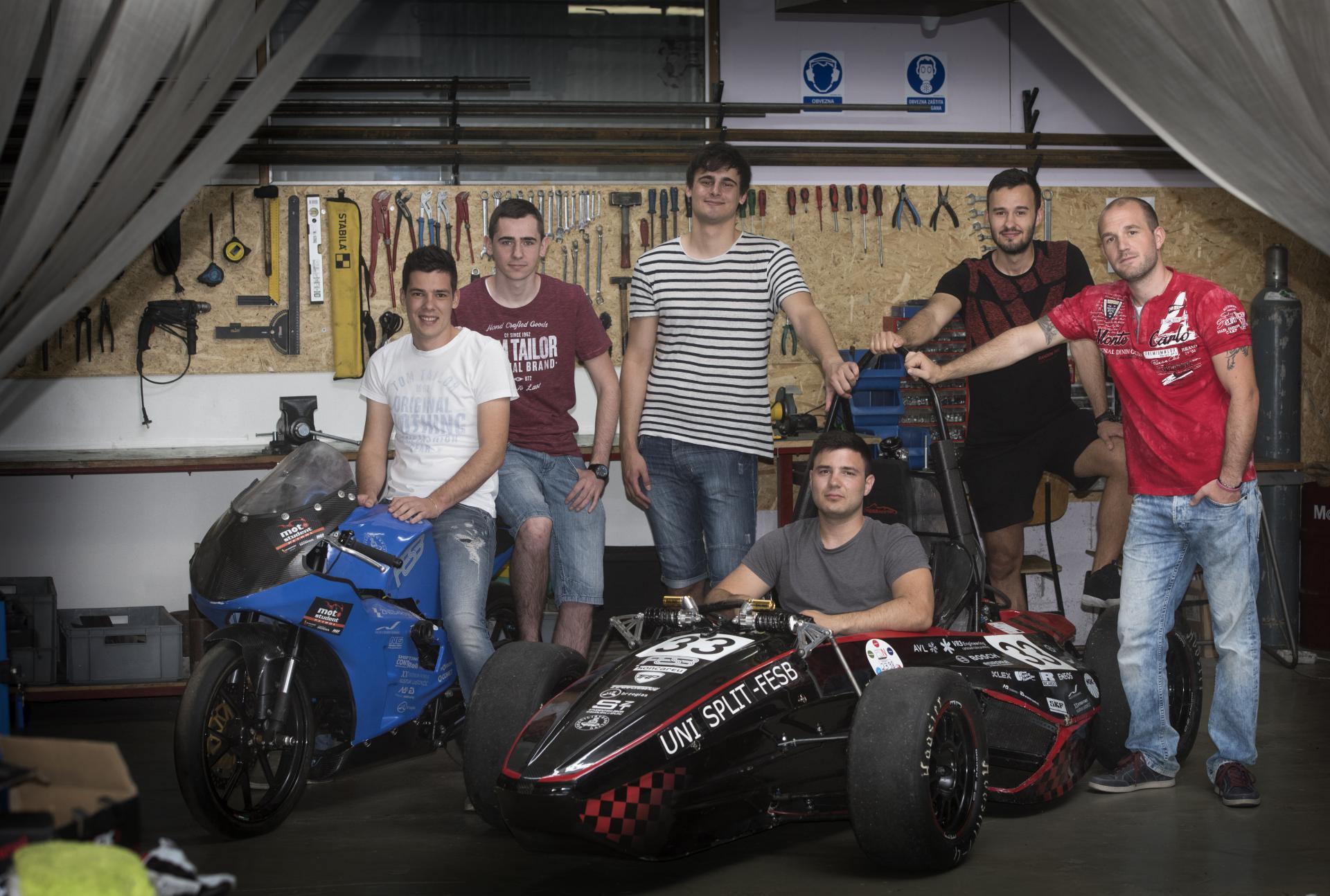 Studenti Ante Parać, Toni Skrolić, Bruno Šprlje, Ivan Trutanić, Zoran Trevižan i vozač Denis Plavljanić uz svoja vozila, spremni za natjecanje