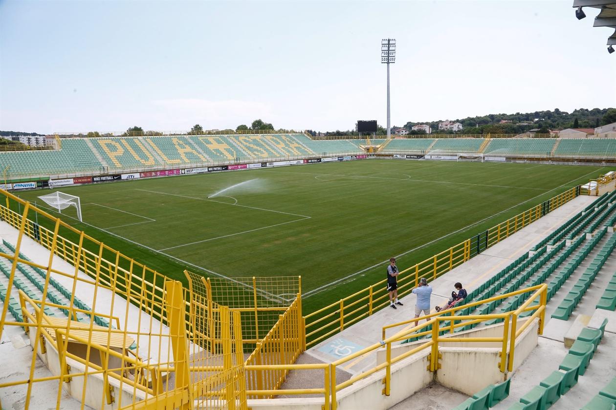 stadion_trava03-270718