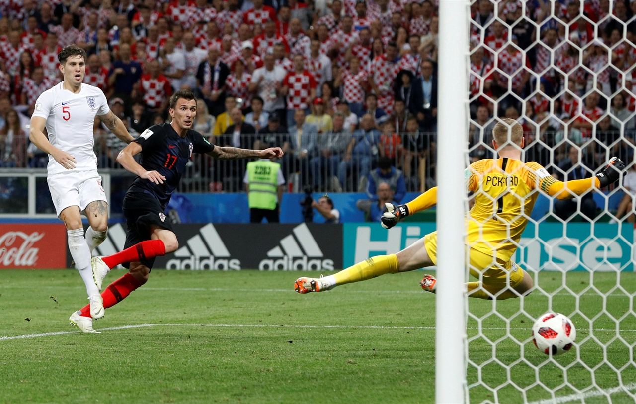 2018-07-11T212047Z_1194661776_RC121BA641F0_RTRMADP_3_SOCCER-WORLDCUP-CRO-ENG