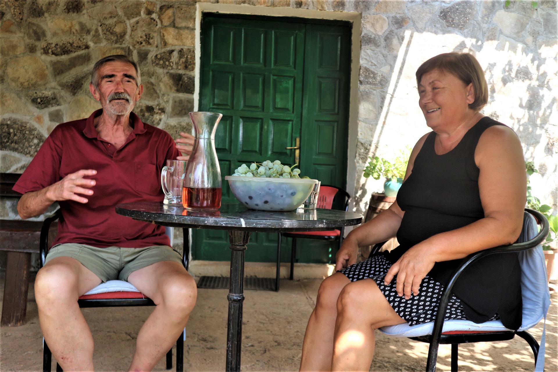 Tonći i Kosa dan dočekuju i ispraćaju za svojim omiljenim stolićem