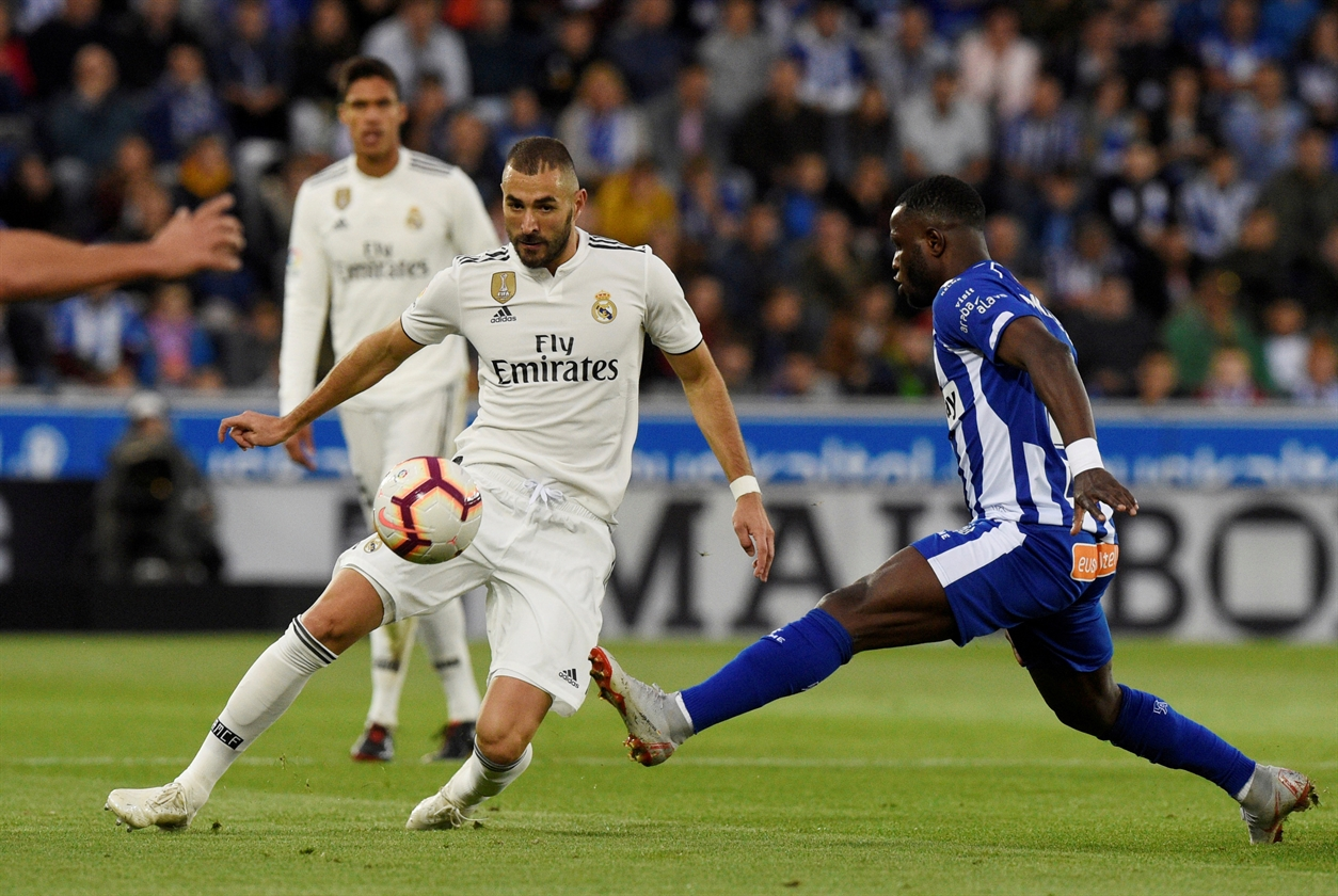 2018-10-08T184634Z_1158651811_RC18975E7EC0_RTRMADP_3_SOCCER-SPIN-MAD-BENZEMA