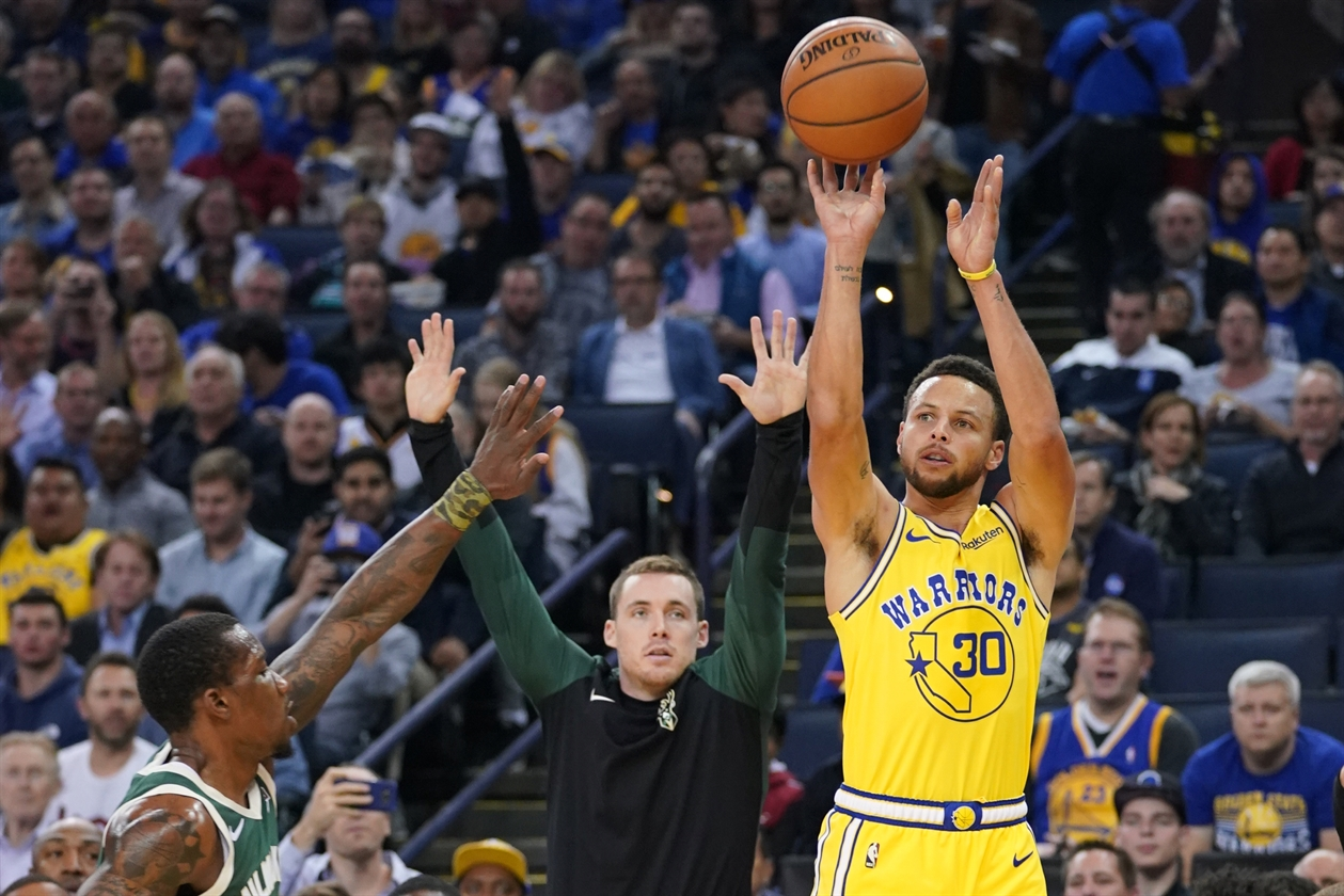 2018-11-09T041320Z_494052122_NOCID_RTRMADP_3_NBA-MILWAUKEE-BUCKS-AT-GOLDEN-STATE-WARRIORS