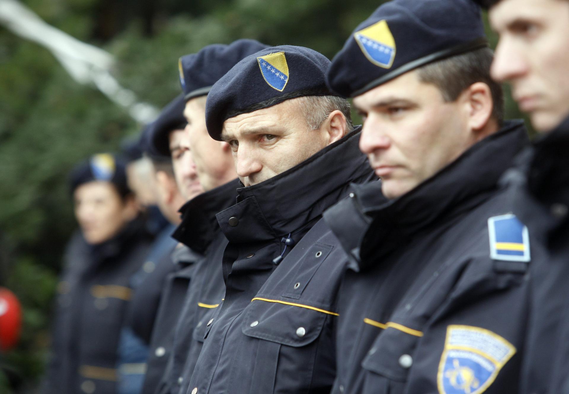 Policajac uhićenje policajac