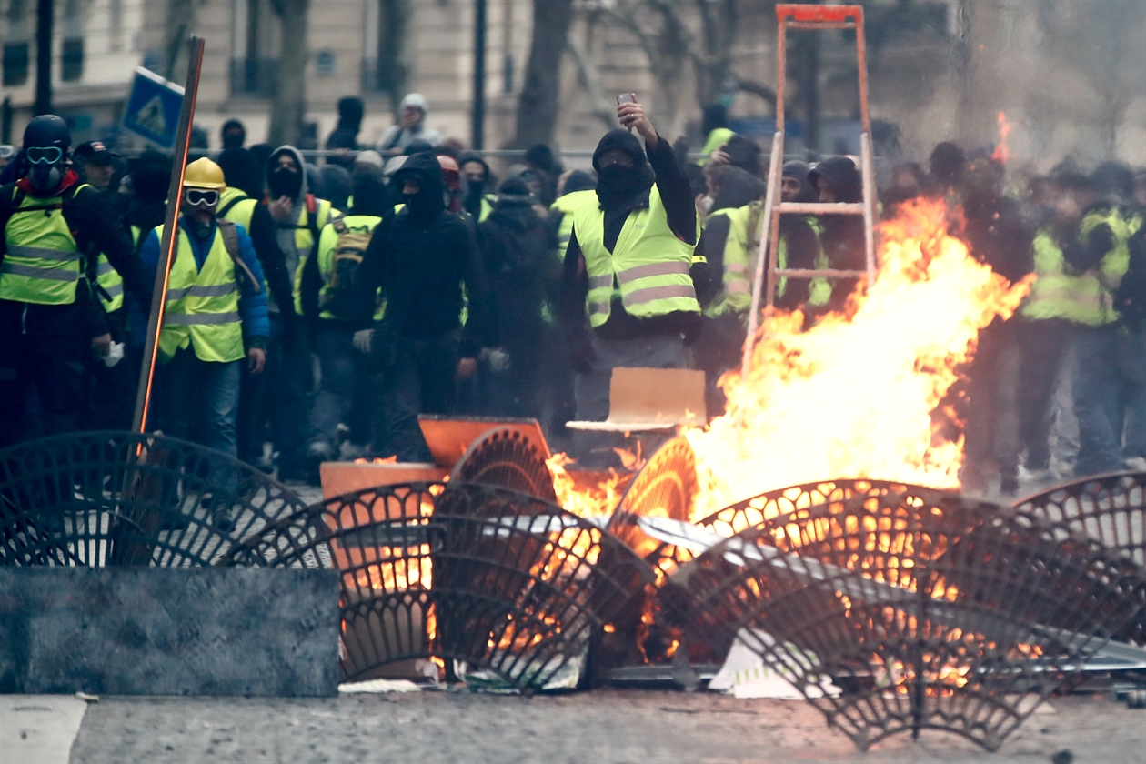 2018-12-08T181133Z_840335353_RC1D800570C0_RTRMADP_3_FRANCE-PROTESTS