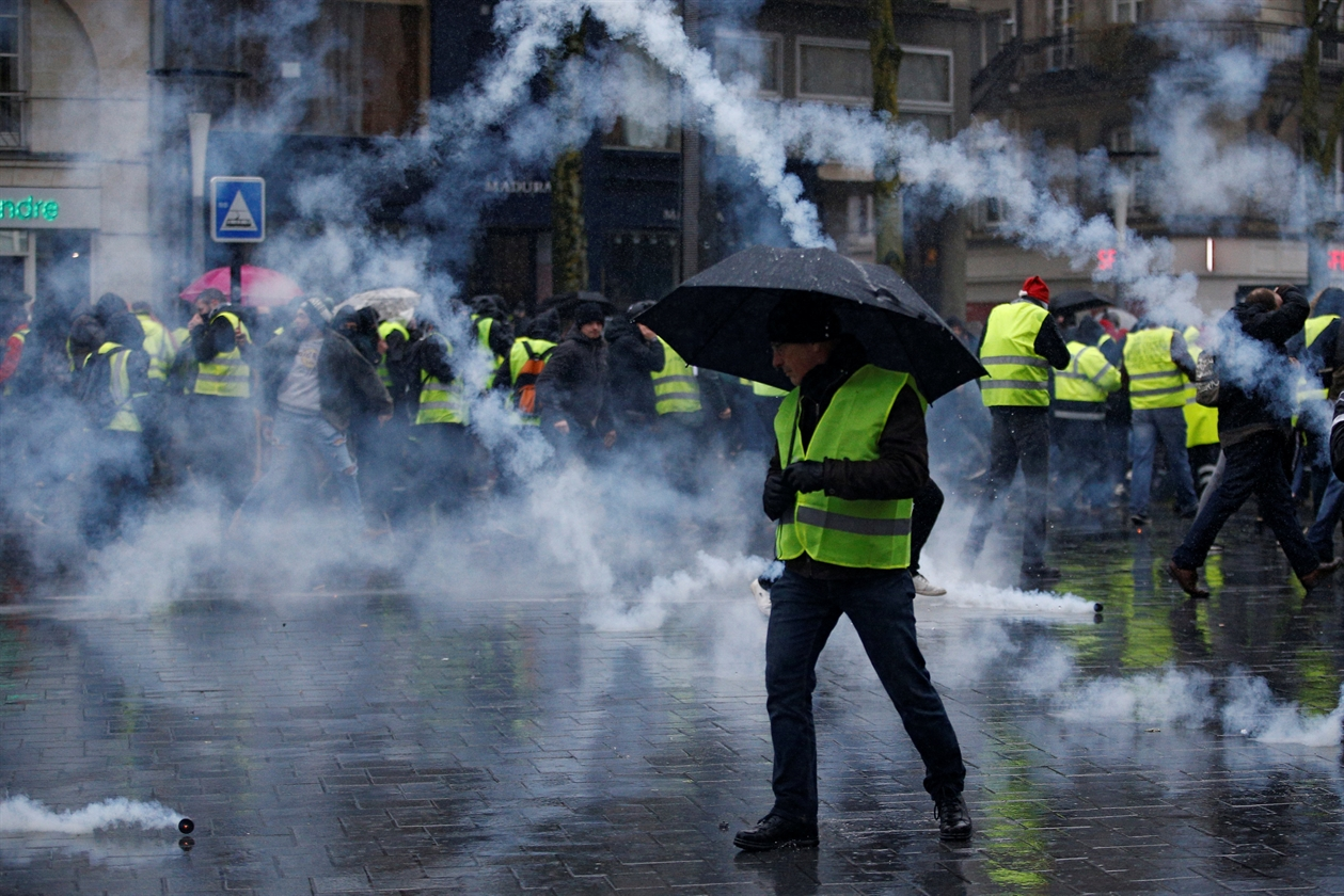 2018-12-15T135205Z_1722646664_RC11A38AE030_RTRMADP_3_FRANCE-PROTESTS