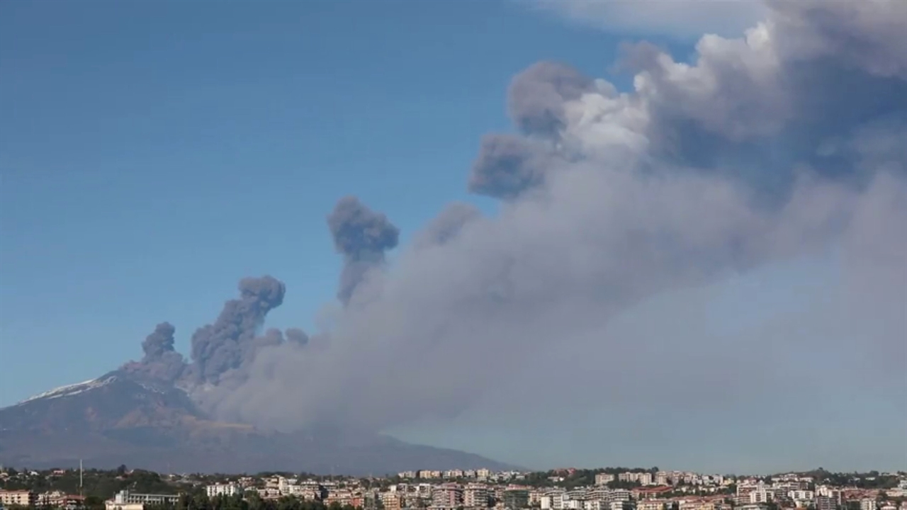 2018-12-24T151301Z_190086182_RC11A2CD77F0_RTRMADP_3_ITALY-ETNA