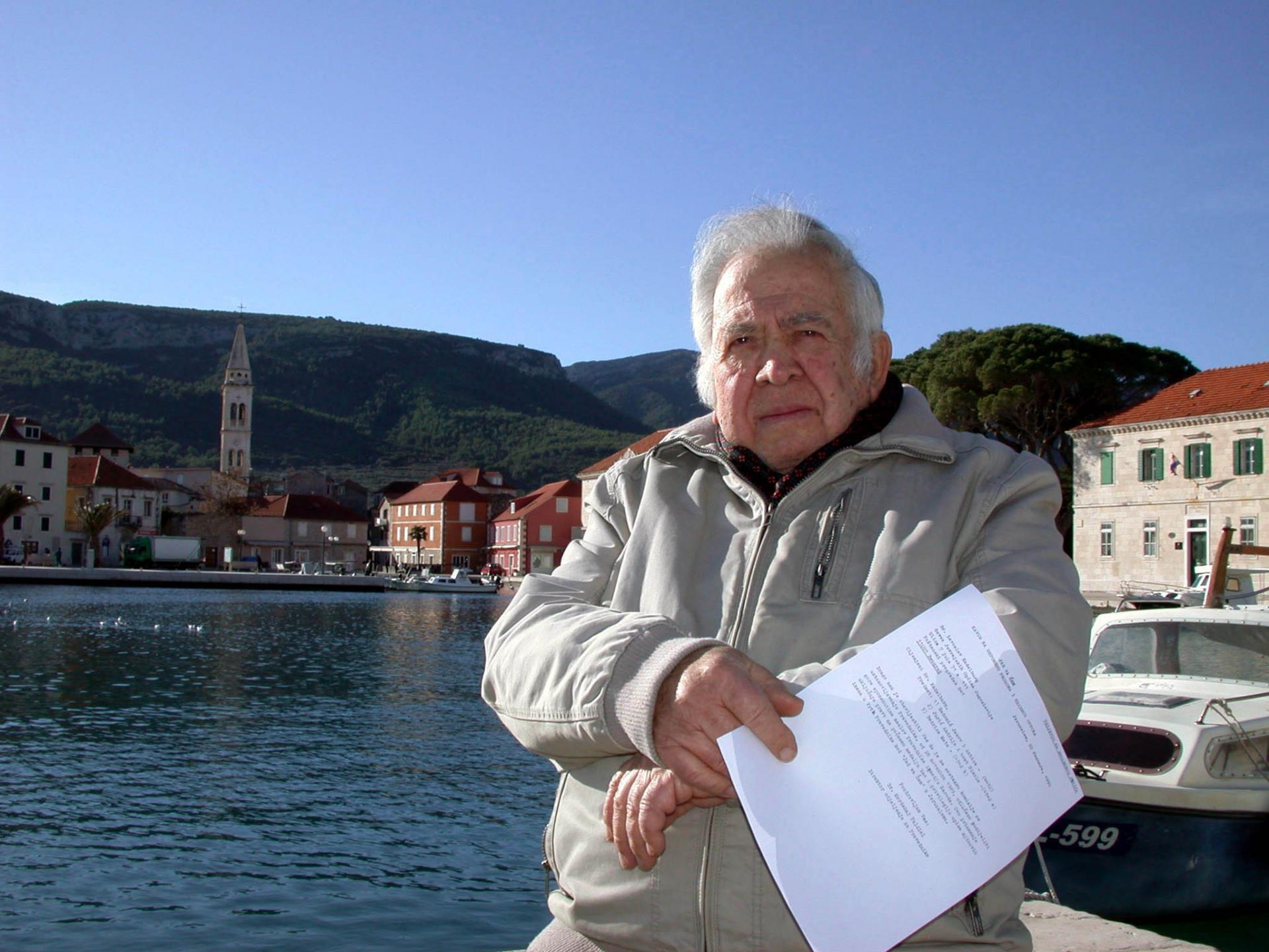 Marijo Radonić (79) drži akt o proglašenju svojih roditelja pravednicima među narodima svijeta