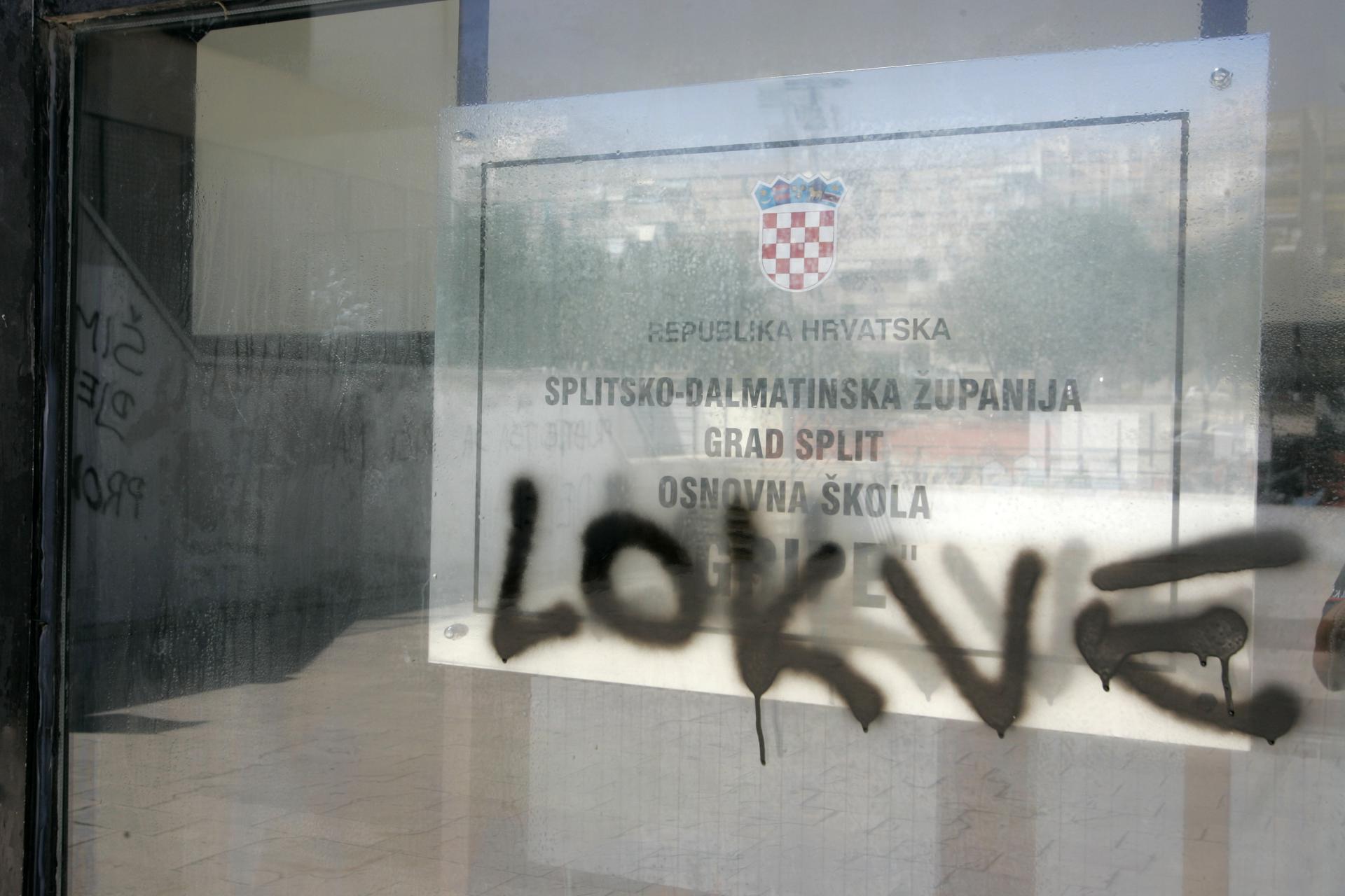 Učenici su grafitom kazali sve o dugogodišnjem imenu osmoljetke