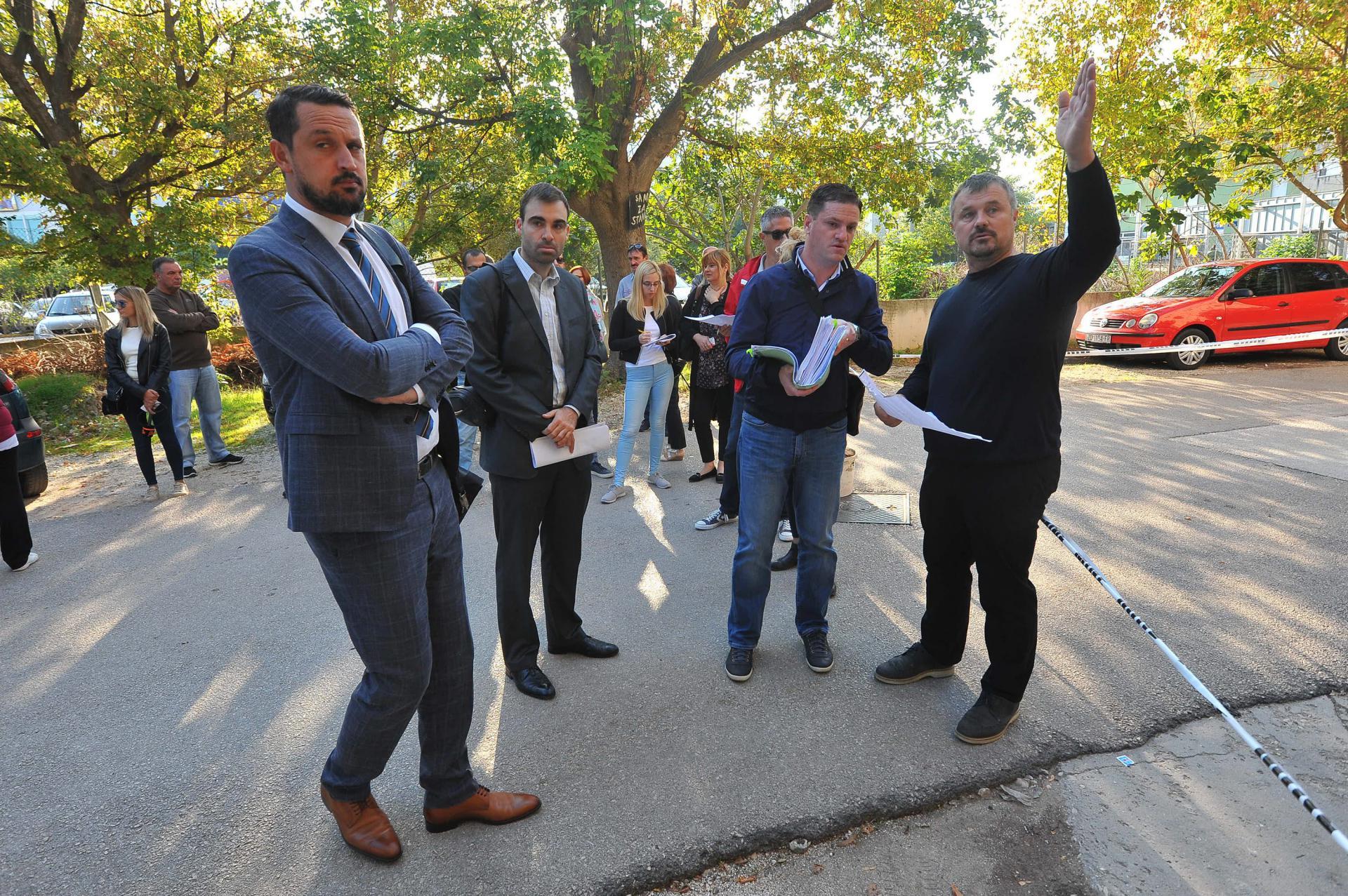 Sudsko vještačenje na spornoj parceli: Mladen Ninčević (u crnom) izgubio je i zemljište i tvrtku