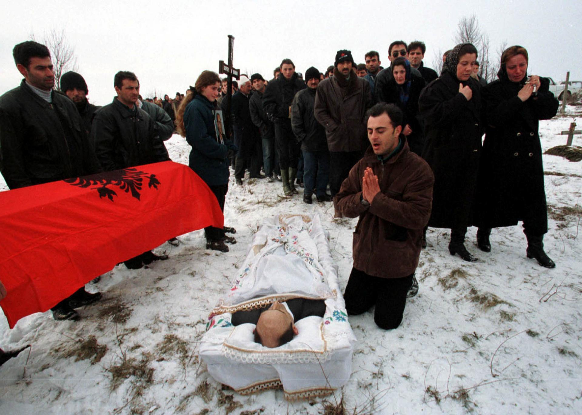 Na našem balkanskom području ključna će biti odluka o sudbini Kosova, koja bi konačno mogla okončati krvave sukobe, od kojih je (na fotografiji) posljednji bio prije točno 20 godina. Budućnost Kosova prvenstveno će utjecati na budućnost BiH