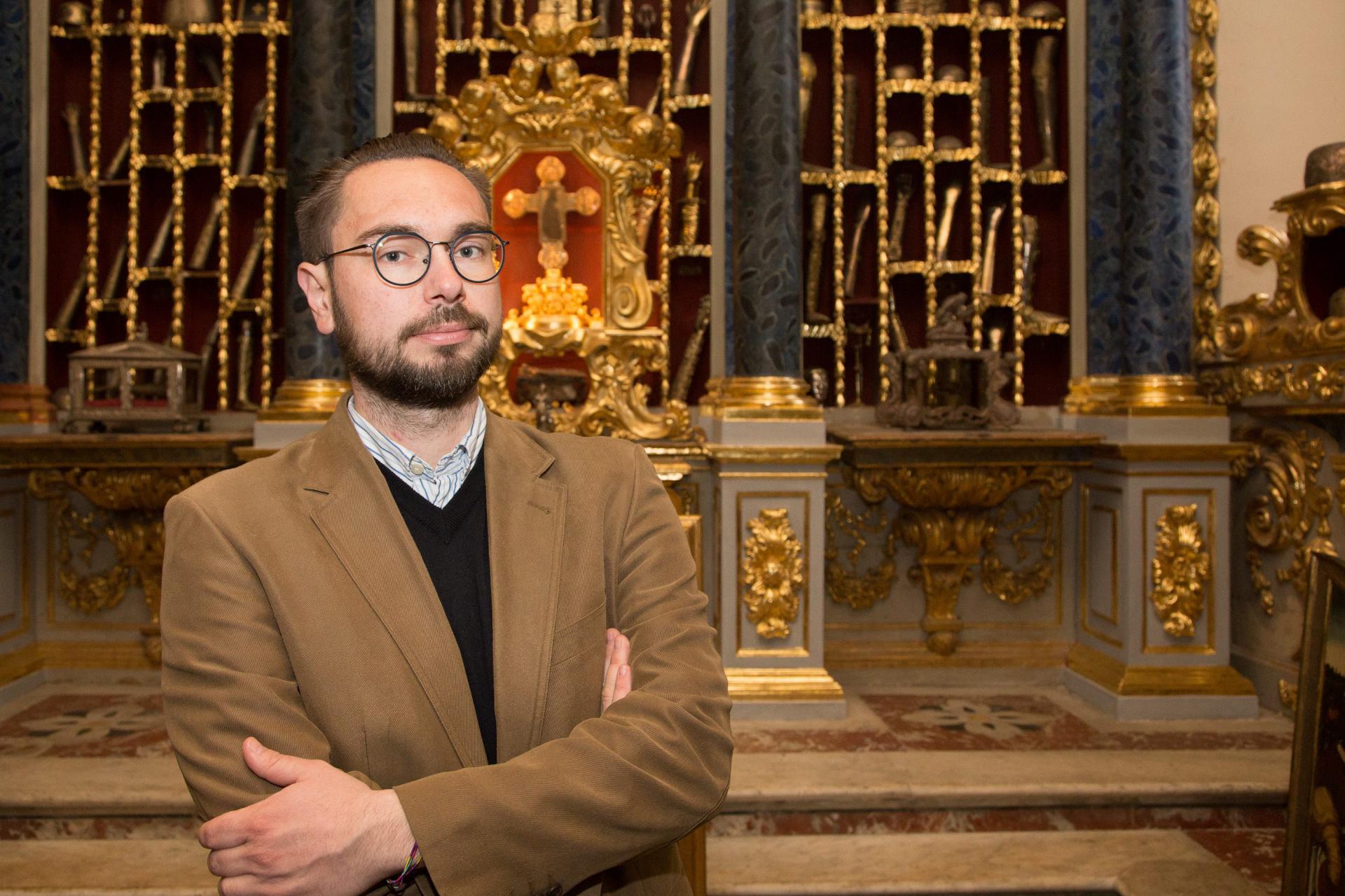 Ivan Viđen u riznici Katedrale s relikvijama