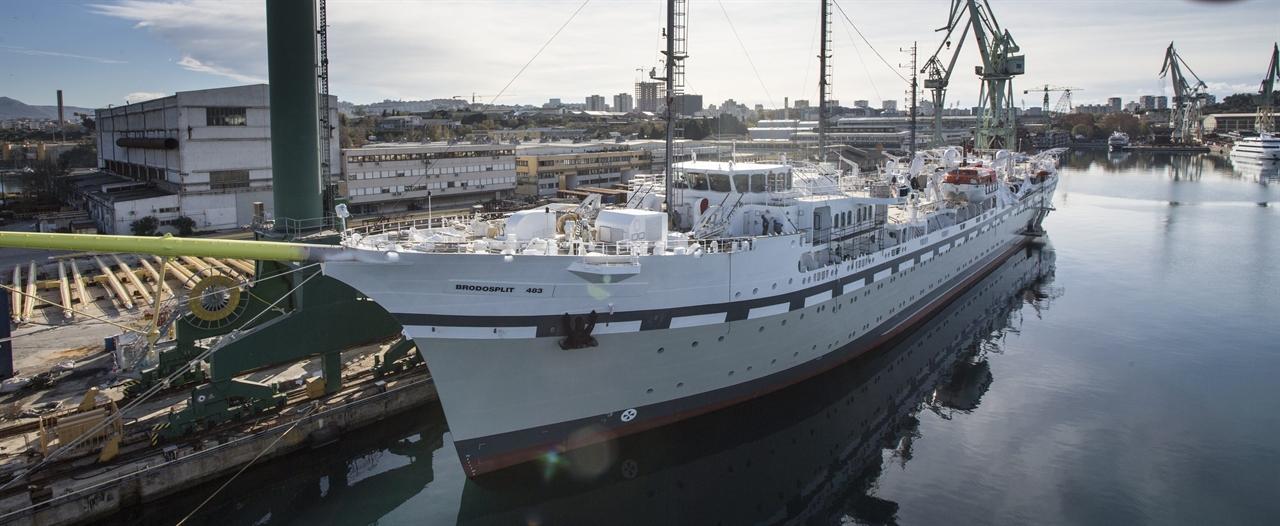 Najveći, najljepši, a sa svojim najvećim jedrima i jarbolima i najbrži jedrenjak na svijetu, trebao bi biti upisan u Guinnessovu knjigu rekorda zbog svoje dužine