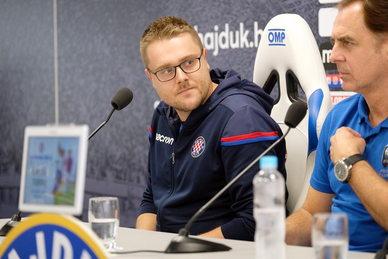 Upoznavanje s nogometnim trenerom