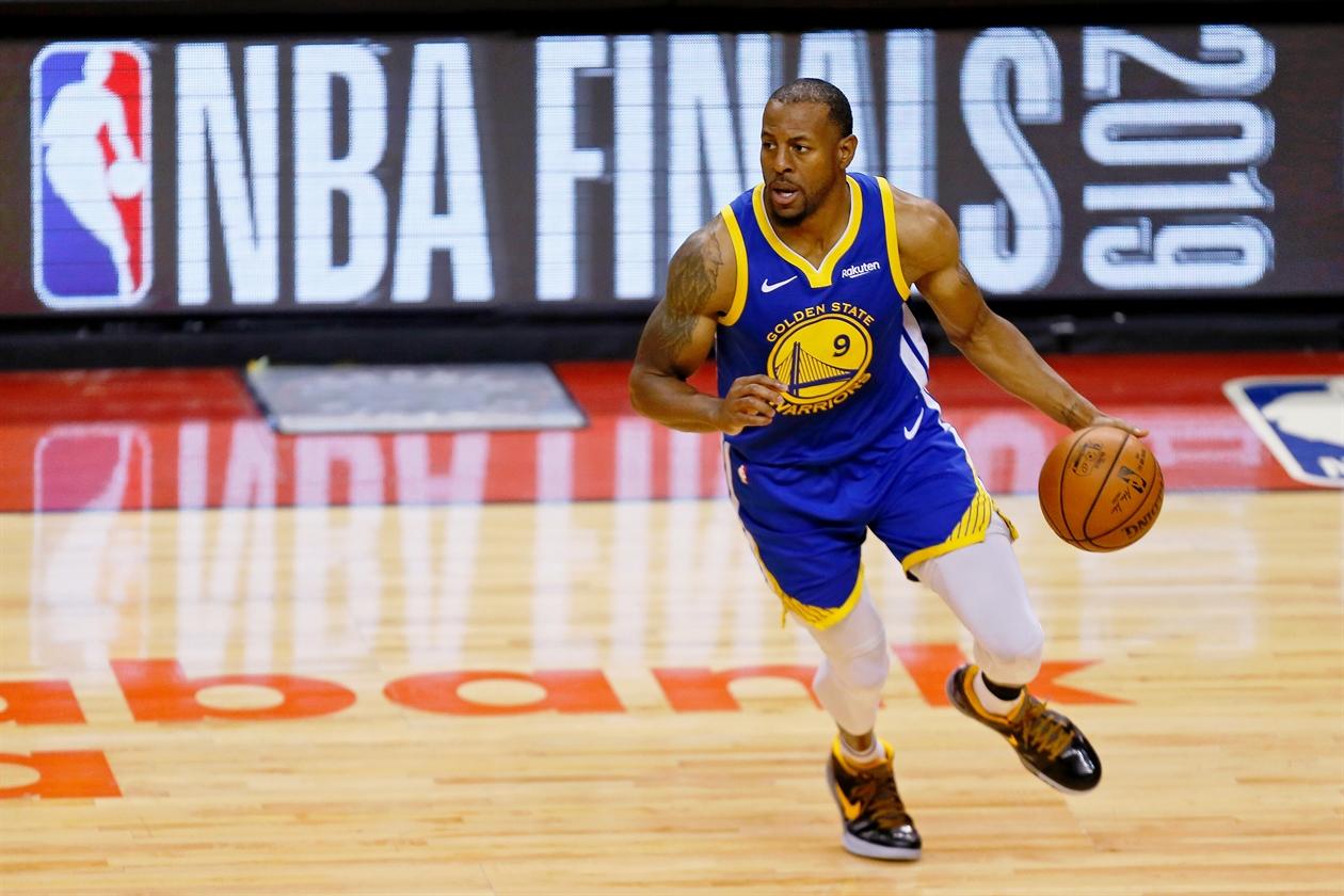 2019-06-11T040618Z_243032889_NOCID_RTRMADP_3_NBA-FINALS-GOLDEN-STATE-WARRIORS-AT-TORONTO-RAPTORS
