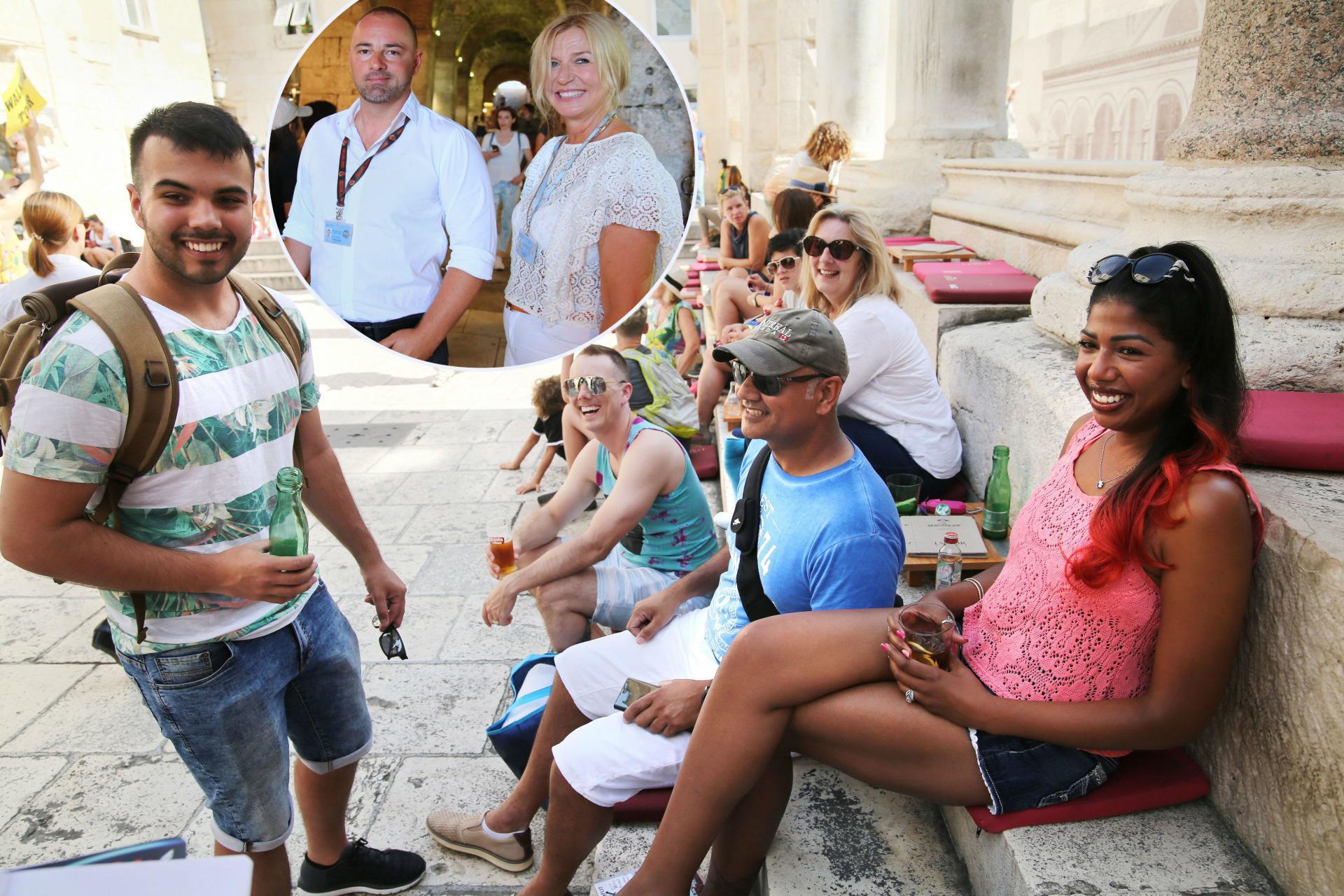 Turistički vodiči Frane Vuka i Anita Birimiša i gosti na Peristilu