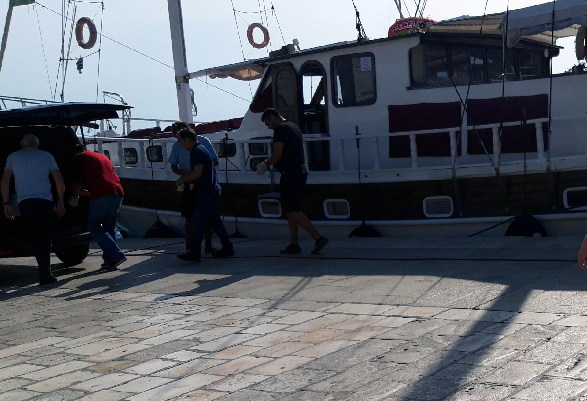 Jedrenjak 'Atlantia' na kojem je preminuo talijanski državljanin je isplovio s Hvara prema Omišu