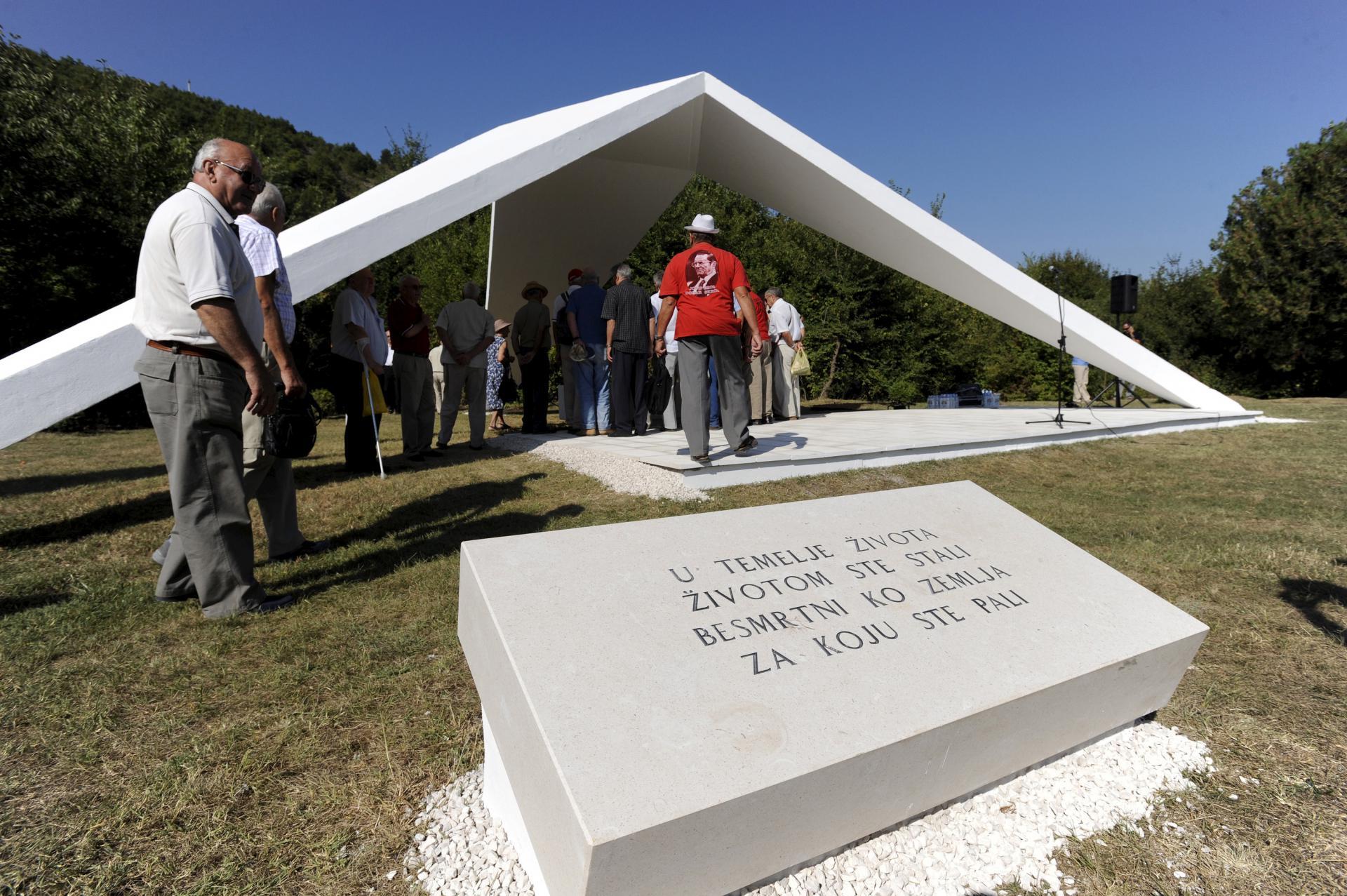 Braća Žužul, današnji vlasnici NK Split u potpunosti su platili obnovu spomenika borcima Prvog splitskog odreda
