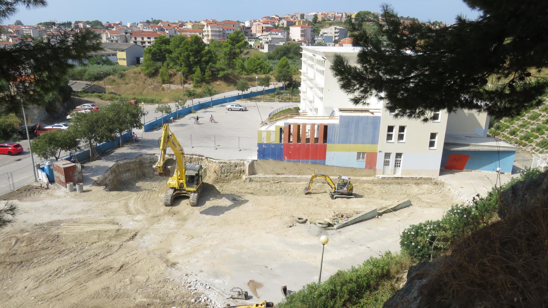 Bageri tvrtke 'Ćitić gradnja' već su počeli raščišćavati teren OŠ 'KAMEN-ŠINE'