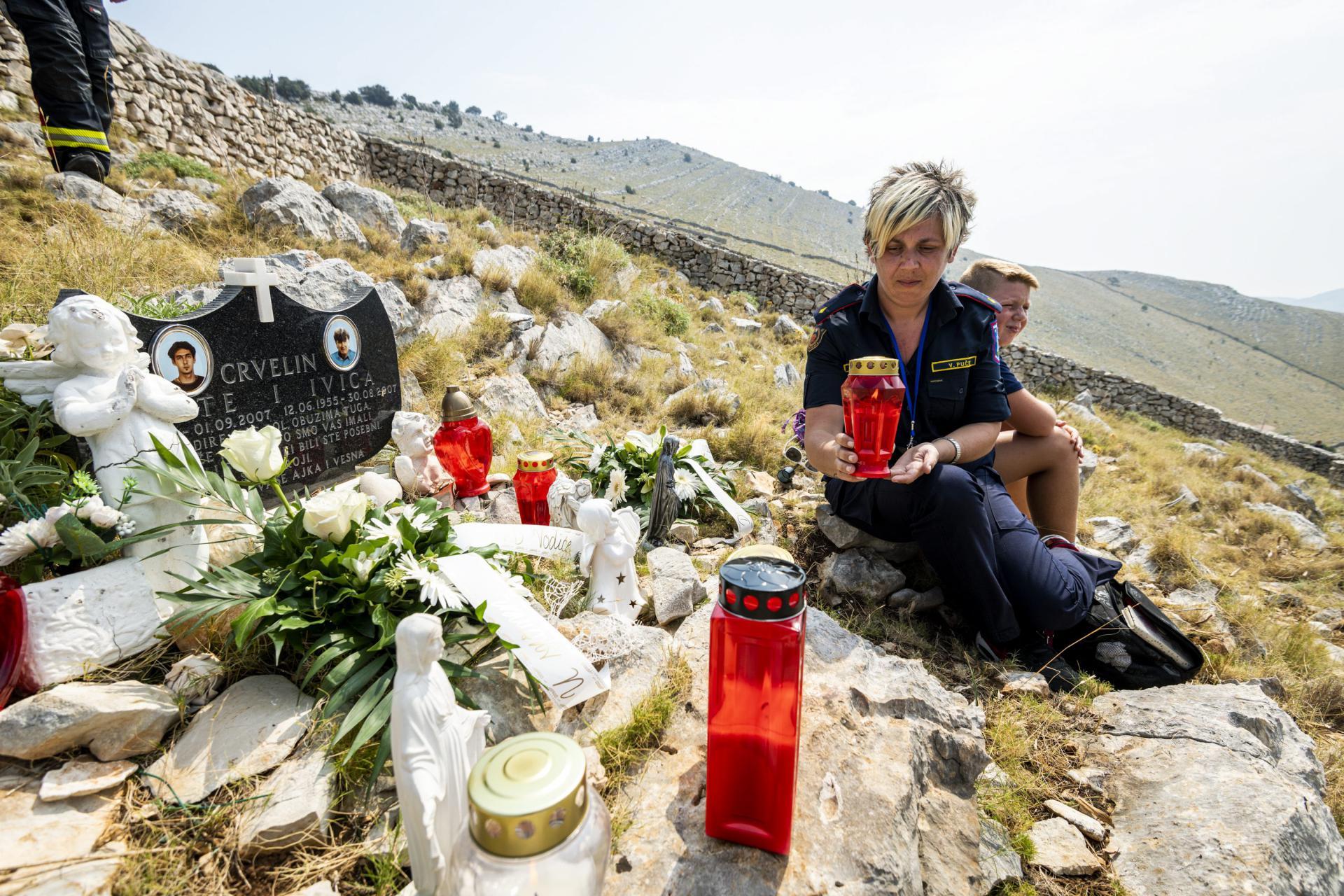 Sestra i kći stradalih vatrogasaca Vesmna Crvelin