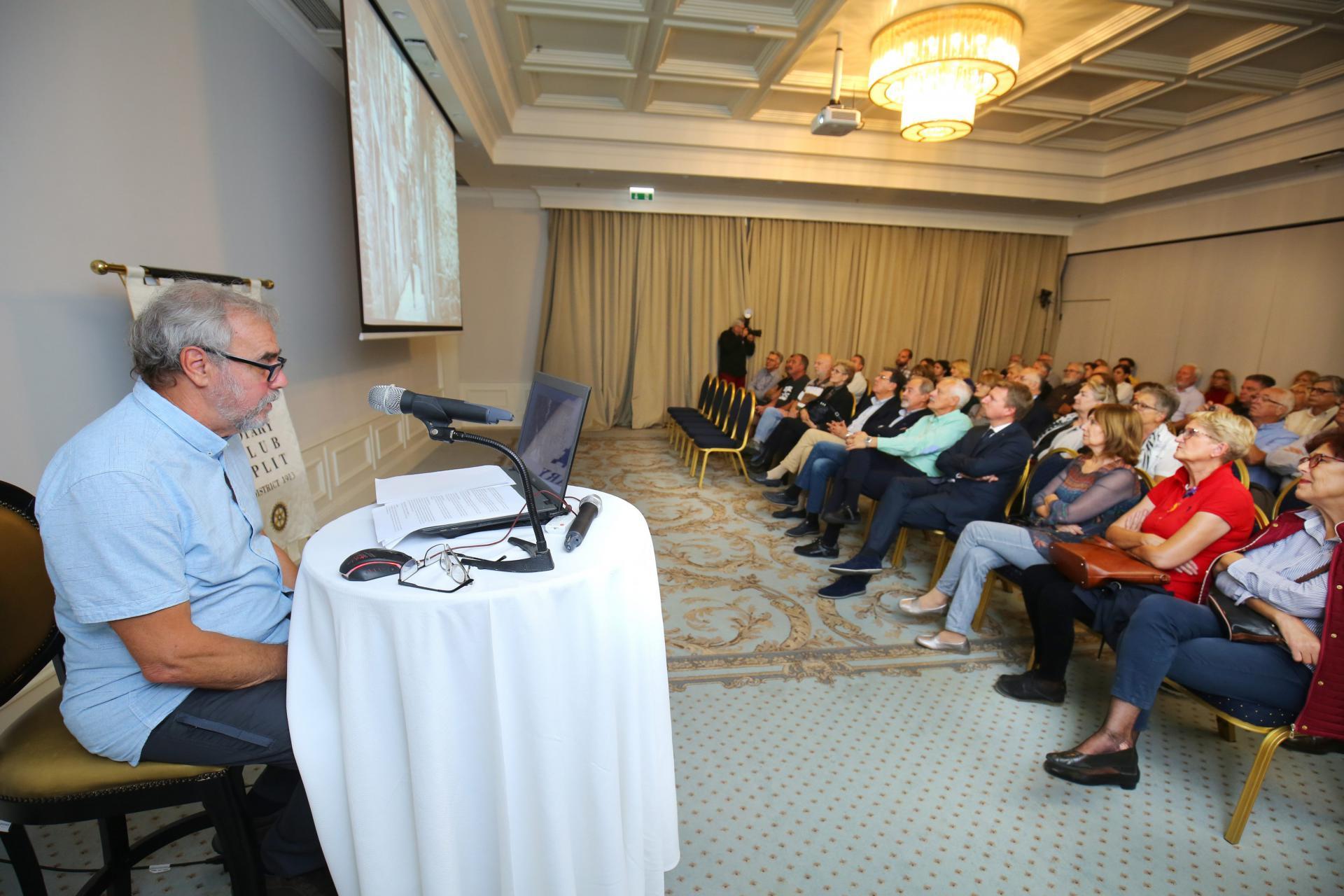 Povjesničar umjetnosti Goran Burčićodržao je predavanje 'Stare splitske kavane, oštarije i gostionice'