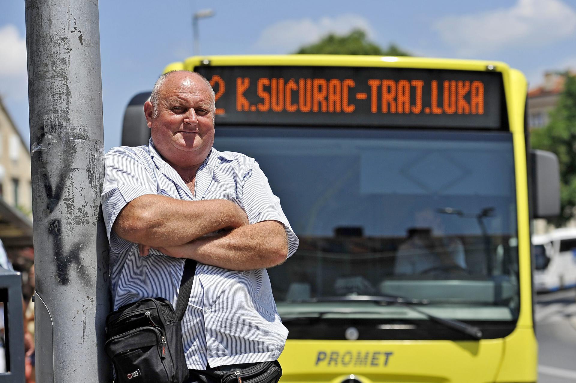 Kontrolor Ivan Akrap pored popularne 'duje' koja nastavlja vožnju magistralom, a starom cestom će voziti broj 2a