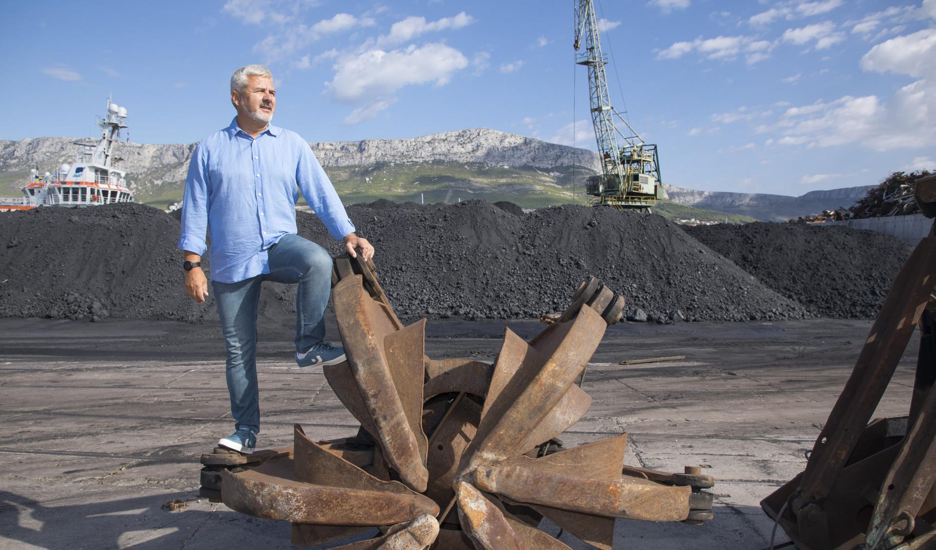 """""""Za nekoliko mjeseci počet ćemo izgradnju skladišta za ugljen, pa više neće 'crniti' odjeću na sušilima okolnih zgrada', tvrdi Mihajlov"""