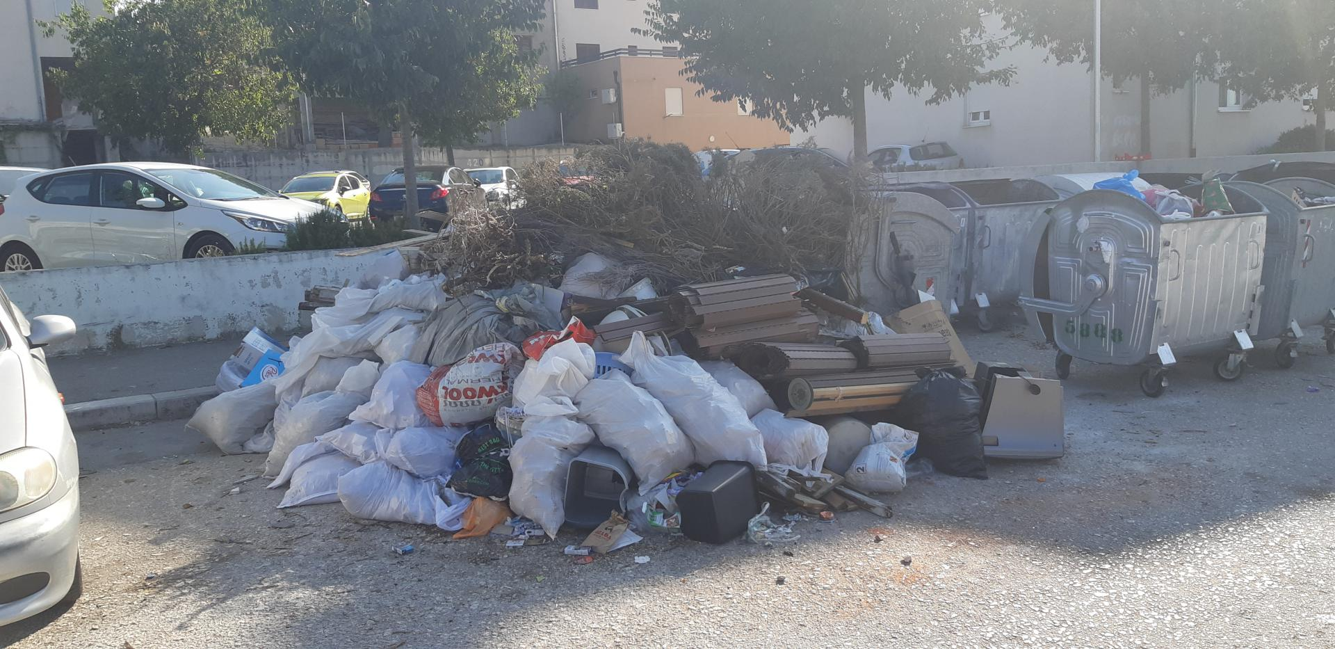 Otpad na Sućidru u Novakovoj ulici