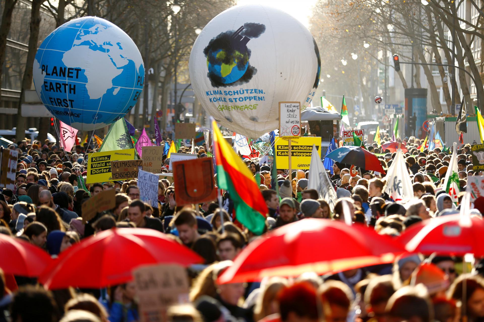 I jučer se širom Europe prosvjedovalo za spas planete. Snimka je iz njemačkog Koelna