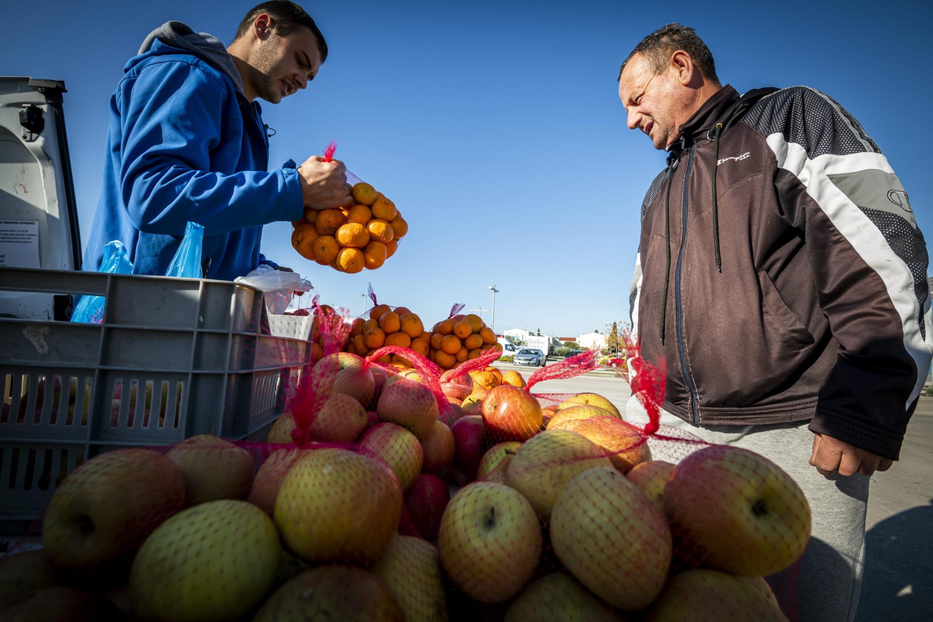 Kupci žele svježe ubrane domaće jabuke, a ne uvozni škart