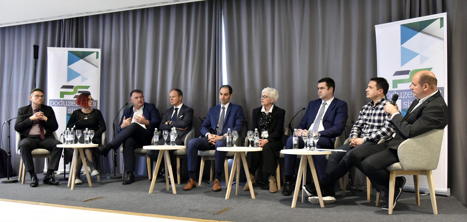 Sudionici panel-diskusije 'Poduzetnička sinergija' koja je održana u hotelu 'Salona Palace' u Solinu