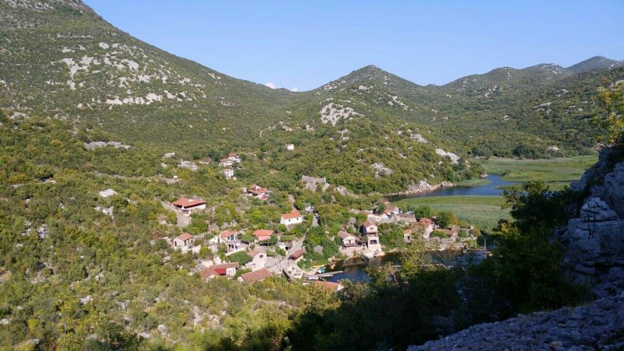 Mjesto Karuc na obali Skadarskog jezera