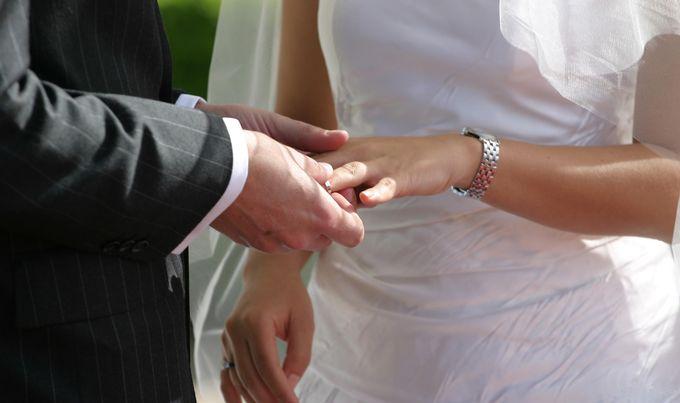 vjenčanje ženidba brak prsten mladenci