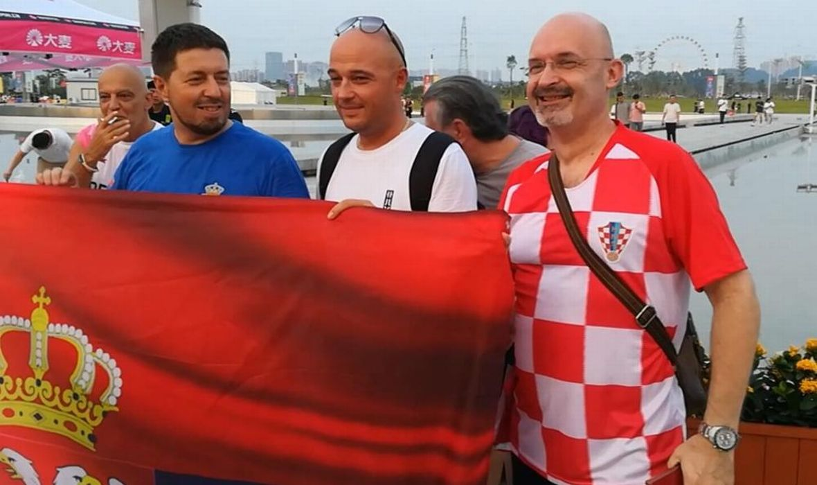 navijač srbija hrvatska zastava
