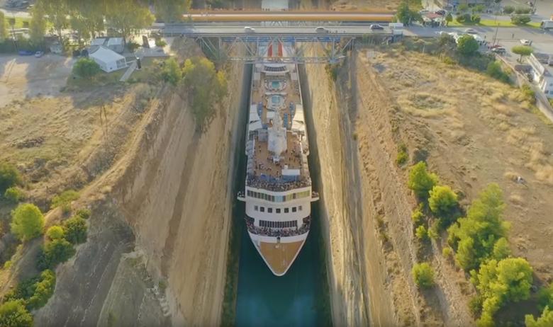 Braemar prolazi kroz Korintski kanal