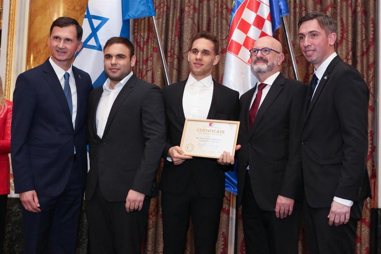 Prof.dr. Dragan Primorac, predstavnici tvrtke Pelagos Net Farmad.o.o. za marikulturu i trgovinu g. Ante Gotovina i g. Vice Mandić, veleposlanik Ilan Mor, doc.dr. Saša Missoni