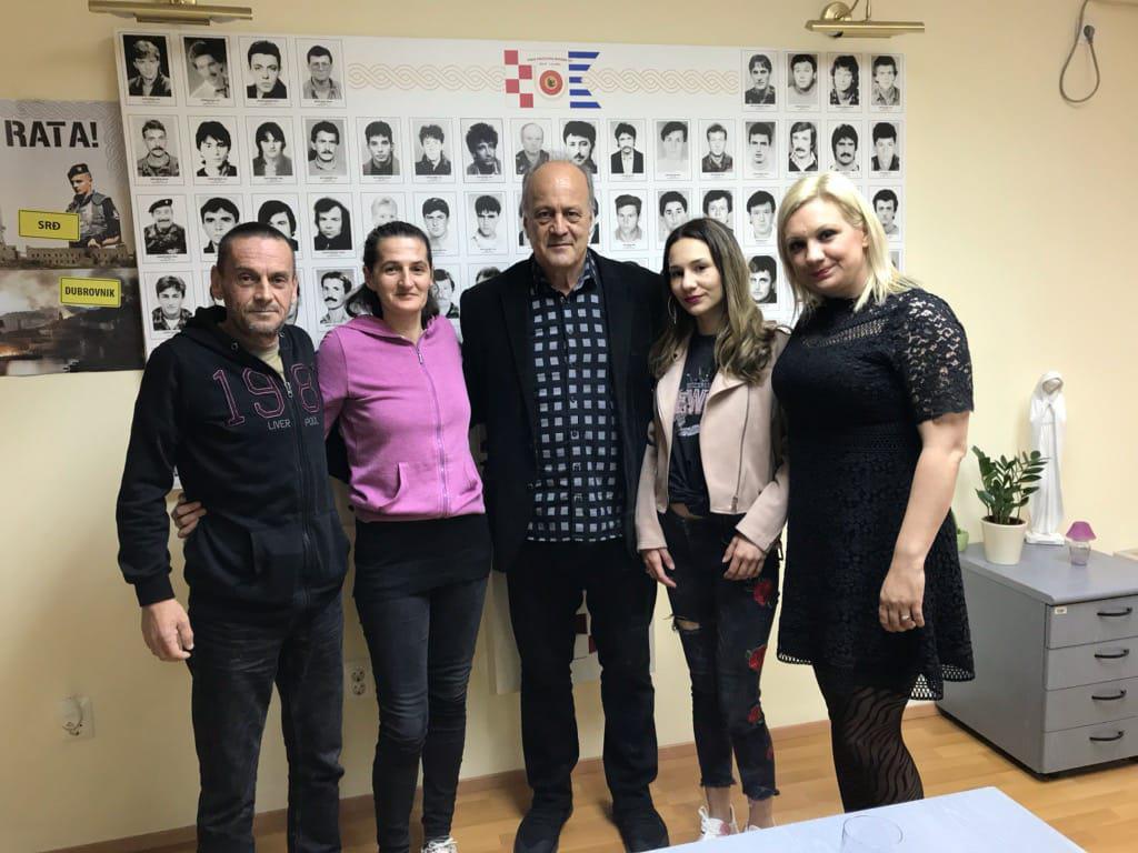 Jakov Sedlar sa sugovornicima iz filma: Davor i Vlatka Lemo, Sedlar, Kata i Luca Kovačević