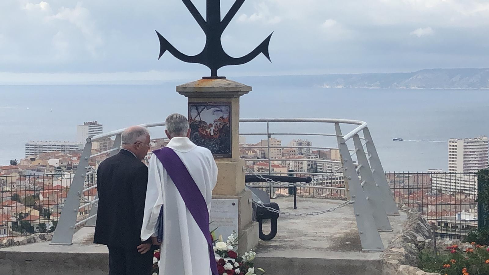 Misa za pomorce s Bourbon Rhoda služila se u Crkvi Notre Dame de la Garde, zavjetnoj i ujedno najvećoj crkvi u Marseillesu, zaštitnicom pomoraca i ribara