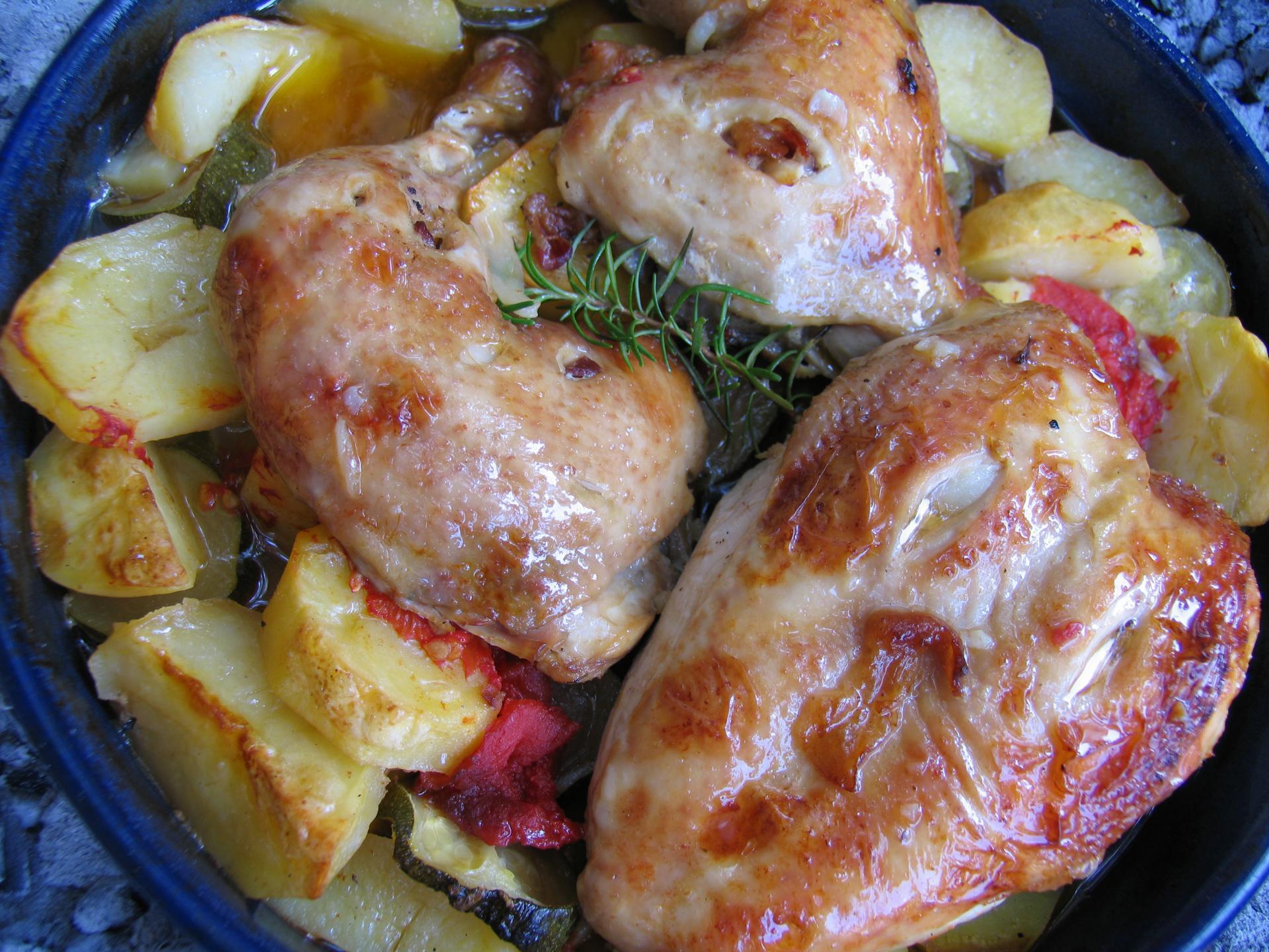 Pečena pileća prsa s maslinama i povrćem