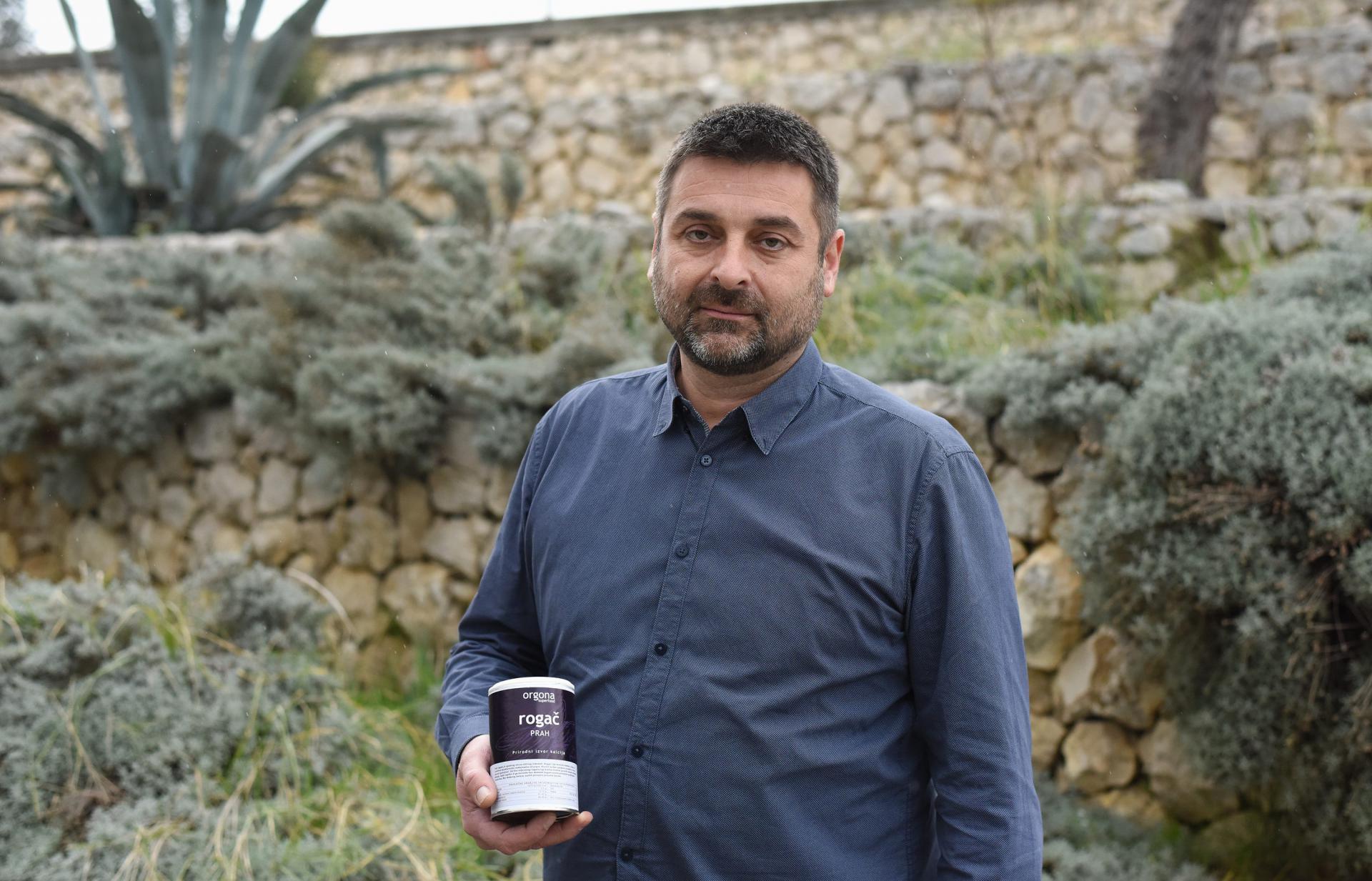 Vlasnik 'Bio svijeta' Marin Medić iz Neviđana ishodio je sve dozvole, očistio teren od smeća, ali mu svejedno Bibinjci ne daju saditi rogače