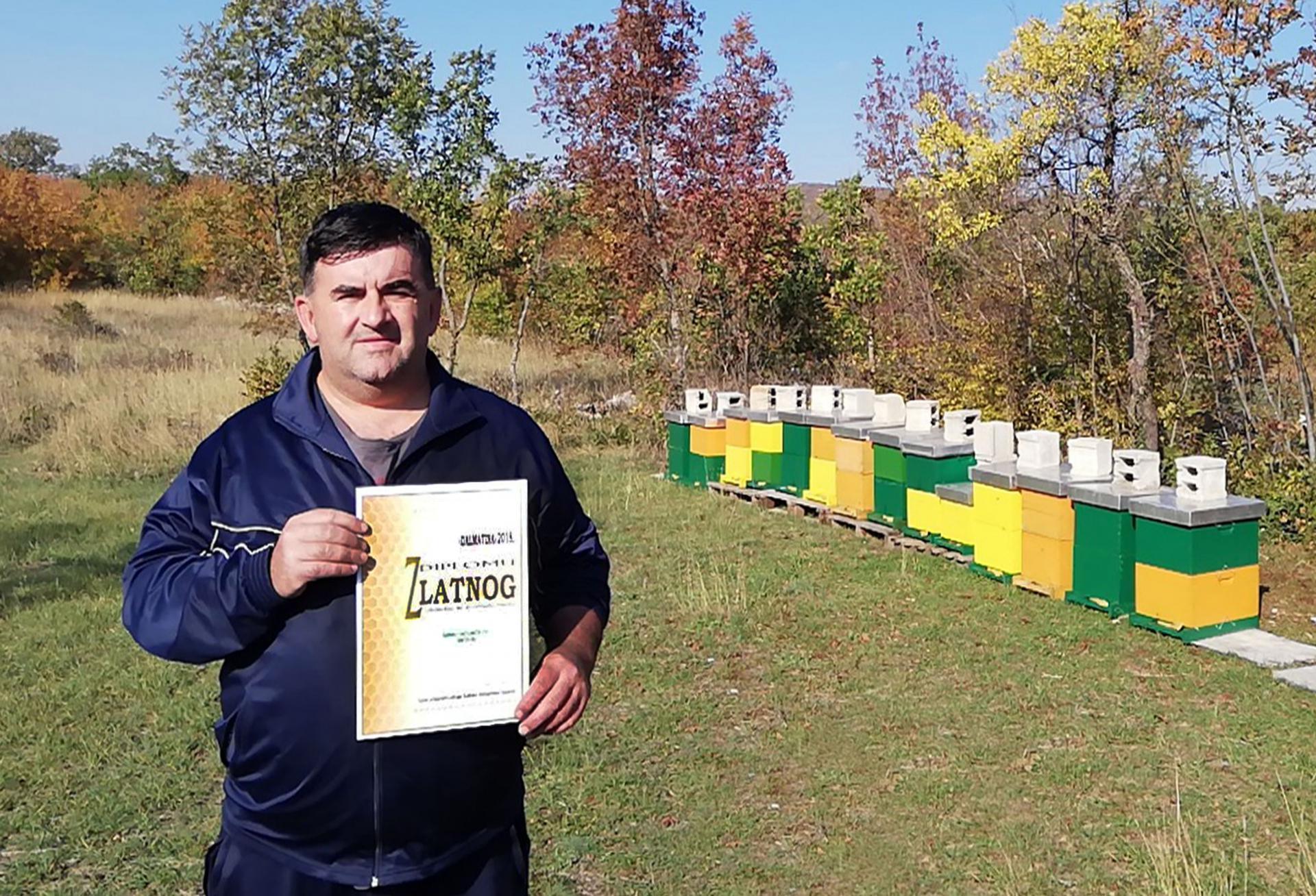 Mirko Kovačević sa zlatnom diplomom