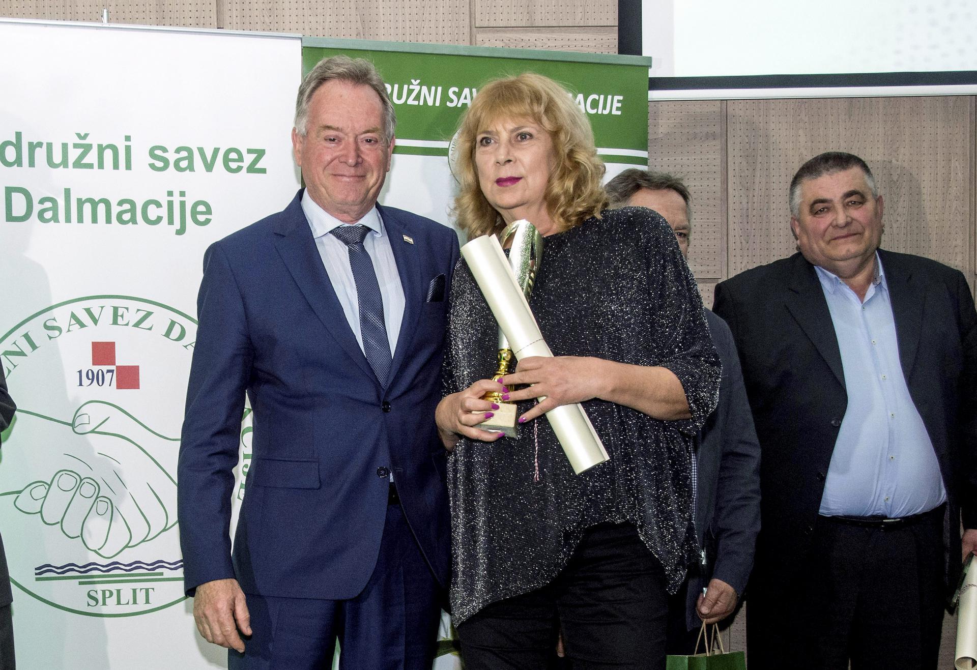 Nagrada Zlatno pero za pisanje o maslinarstvu i uljarstvu pripla je novinarki Slobodne Dalmacije Meri Šilović